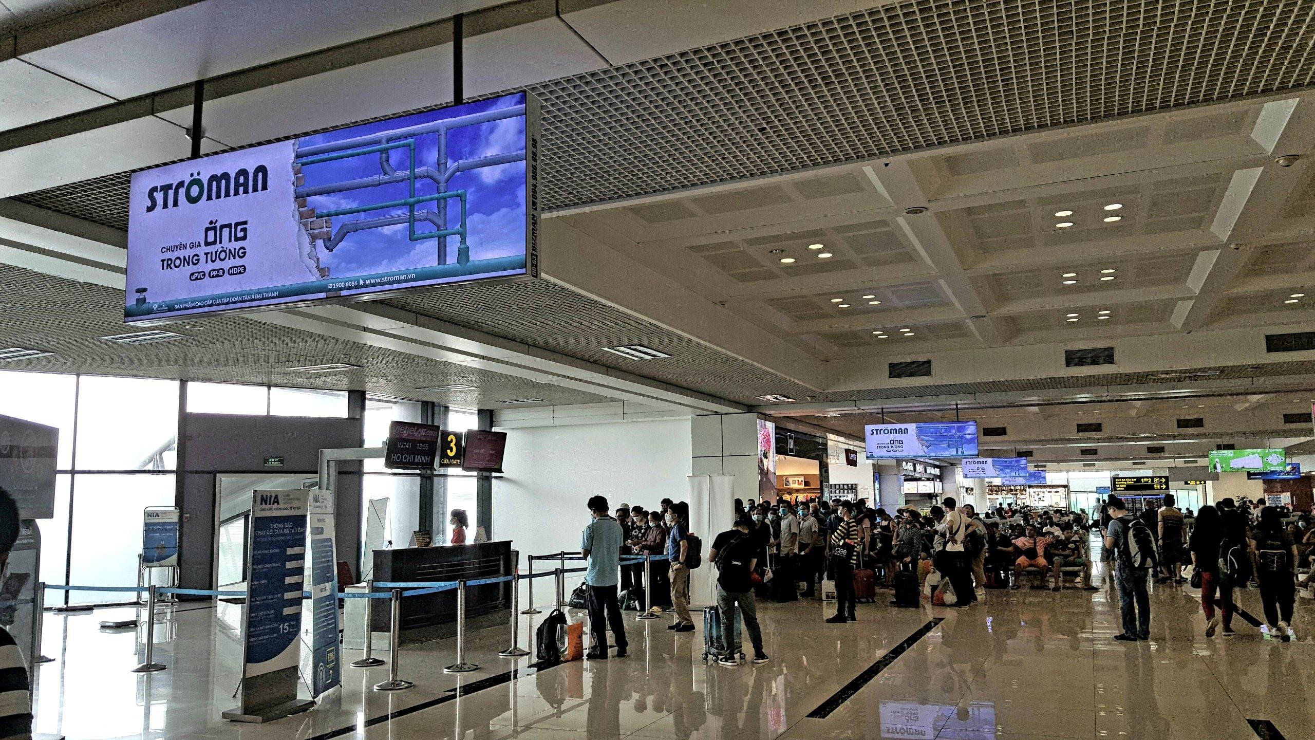 hộp đèn quảng cáo khu vực chờ lên máy bay