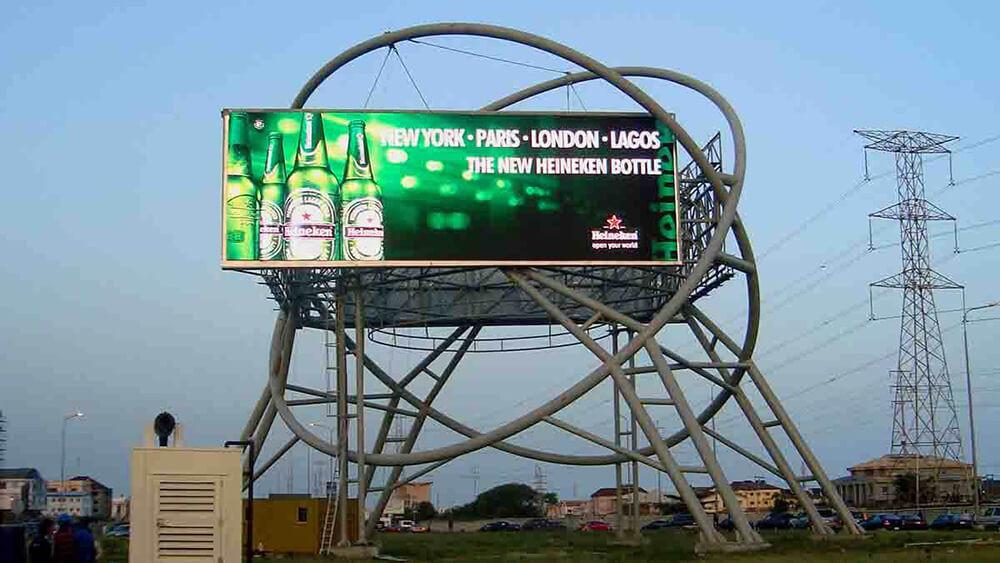 quảng cáo ngoài trời hãng bia haniken