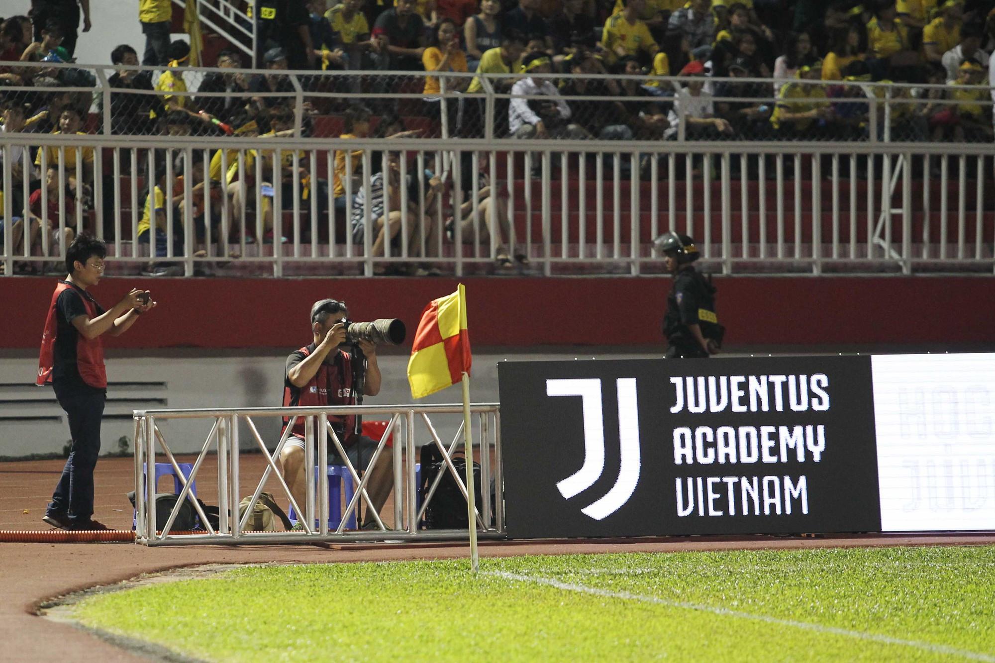 Quảng cáo CLB Juventus tại sân bóng