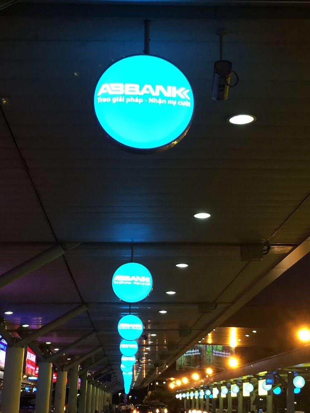 quảng cáo hộp đèn biển vẫy
